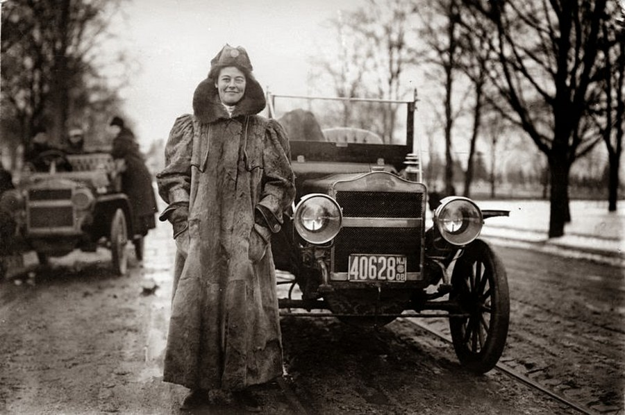 Alice Ramsey, 22-years old First woman to drive across the U.S. (1909)